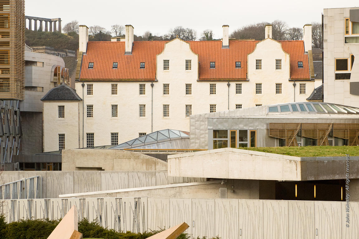 #027675,  Queensbury House attached to the new Scottish Parliament building at Holyrood, Edinburgh.  Designed by Spanish arch...