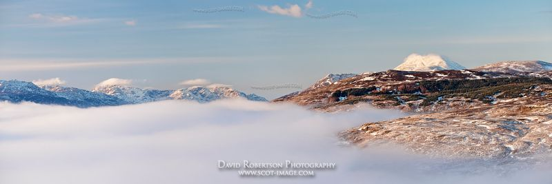 Image - Panoramic view of Ben Lomond above mist