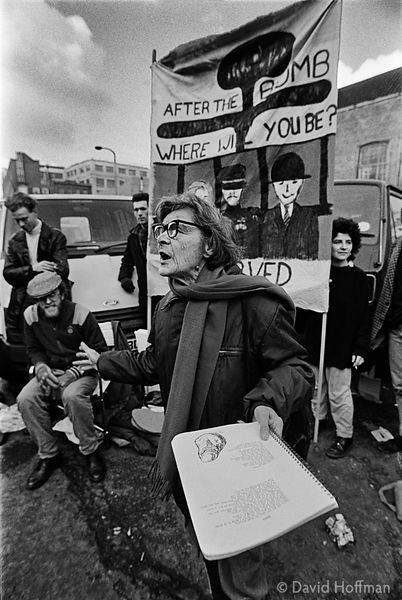 YJ29-15-1 Gladys McGee reads one of her poems during a Tower Hamlets CND peace protest.Shoreditch, February 1987.