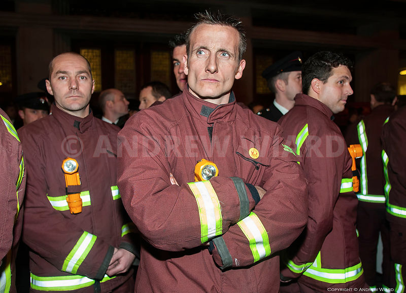England, UK.13.11.2002. London. Lambeth Fire Station. Fire Brigades Union (FBU) pay dispute. Start of two day national firefi...