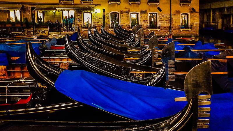 Gondola parking in Venetia, Italia