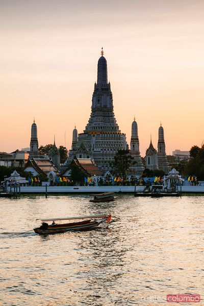 Boat and wat Arun at sunset, Bangkok, Thailand
