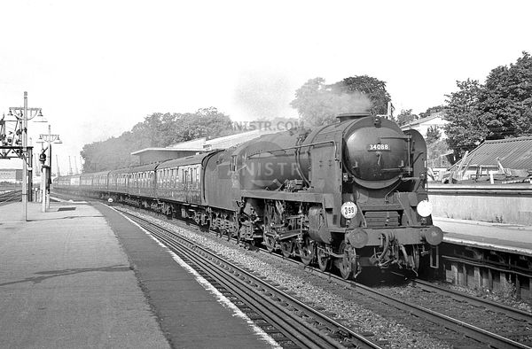 Battle of Britain Class 34088 Southampton Central