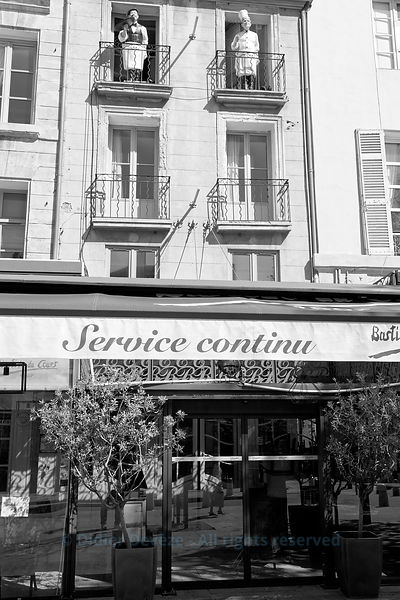 Non-stop service restaurant closed in downtown Aix-en-Provence due to the 2020 COVID-19 confinement