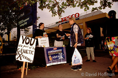 Anti GE food demo outside a Tesco store.