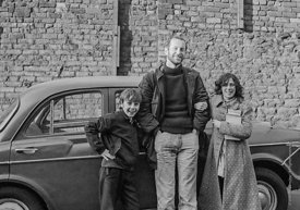 #75057  John Walmsley, photographer, with a couple of the kids, Liverpool Free School, Liverpool  1971.  Also known as the Sc...