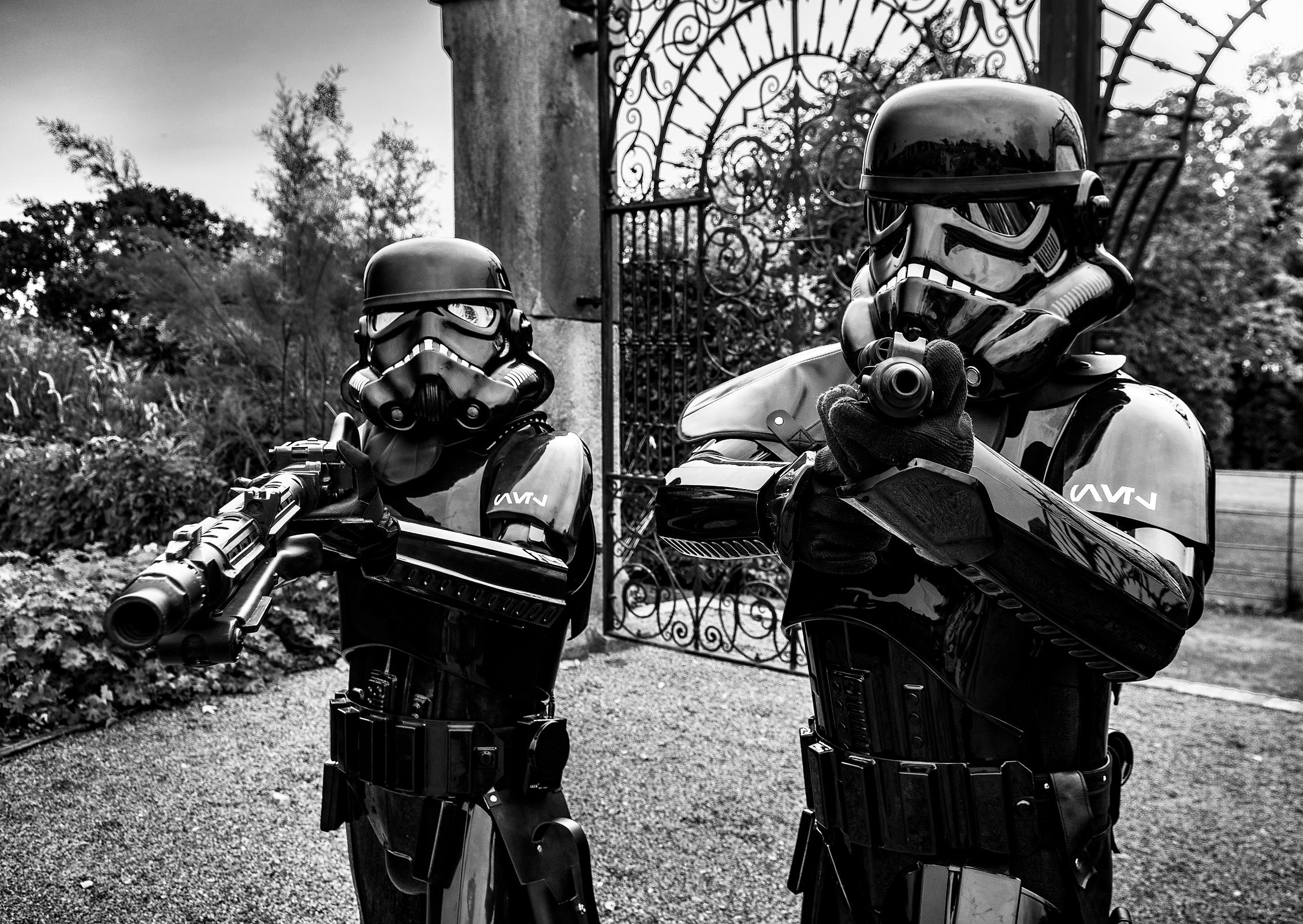 Shaow_troopers_blasters_bw