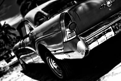 blue_car_BW_blur