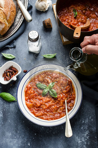 Tuscan bread and tomato soup ( Pappa al pomodoro)