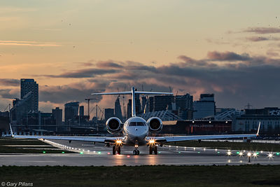 Bombardier Global 6000 at London City Airport