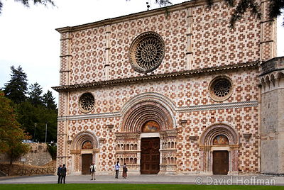 070911-21_Majella_186 Basilica di S.Maria di Collemaggio. Commenced in 1287 it is built with slabs of pink and white marble.