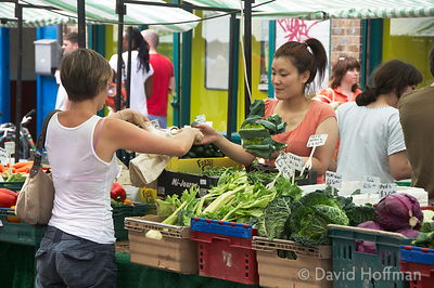 080726_BroadwayMkt_34 Saturday morning at the farmers' market in Broadway Market, East London 2004.