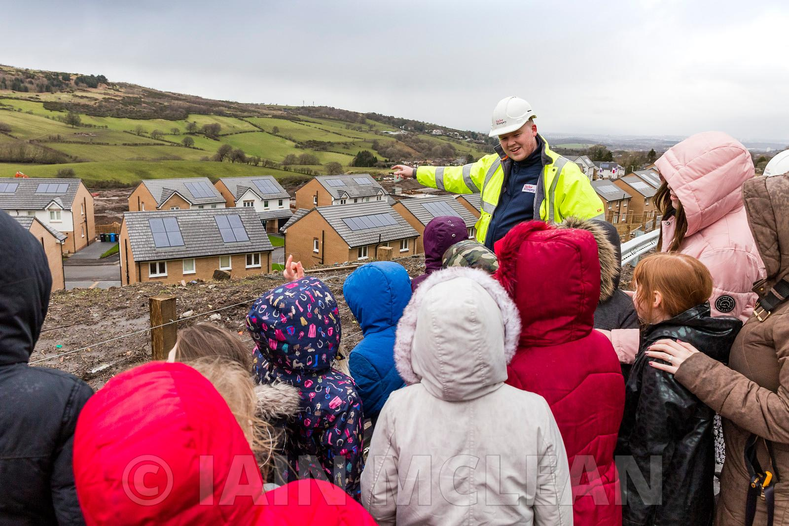 Taylor Wimpey Kirkton View development, Neilston, East Renfrewshire .11.3.20. .Kids from Neilston Primary visit the site and ...