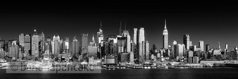 Manhattan skyline from New Jersey in black and white - BP4510