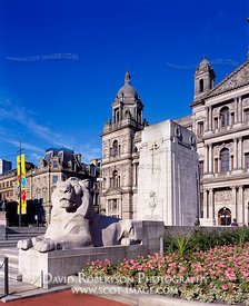 Image - George Square, Cenotaph, City Chambers, Glasgow, Scotland