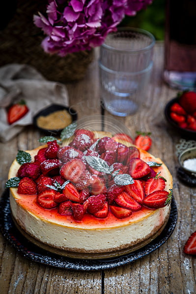 New York cheesecake with strawberries